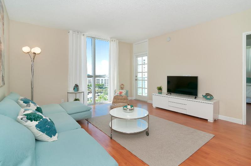 Beautiful 2 Bedroom Condo at Hollywood Beach - Image 1 - Hollywood - rentals