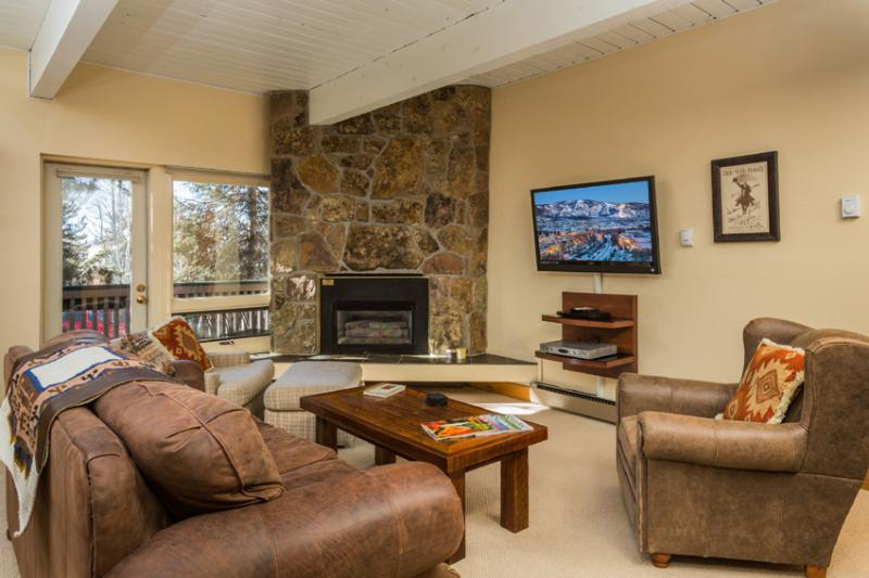 Ptarmigan House: Living Room with gas log fireplace - Ptarmigan House:Ski-In/Ski-Out. Discount Lift Tix* - Steamboat Springs - rentals
