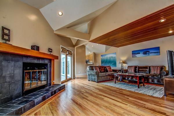 Living room with queen sofa sleeper - Bayside Capitola Beach Condo - Capitola - rentals