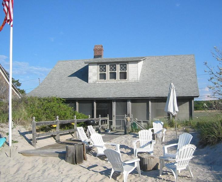 Beach House on the sand visit wineries kayaks swimming family reunion The Degan - Image 1 - Wading River - rentals