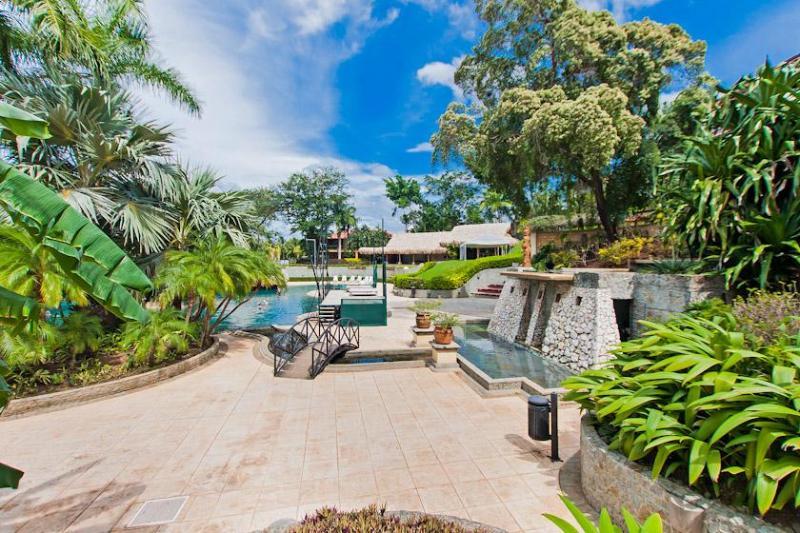 Immaculate pools and grounds at the Diria resort - Diria 103 - Tamarindo - rentals
