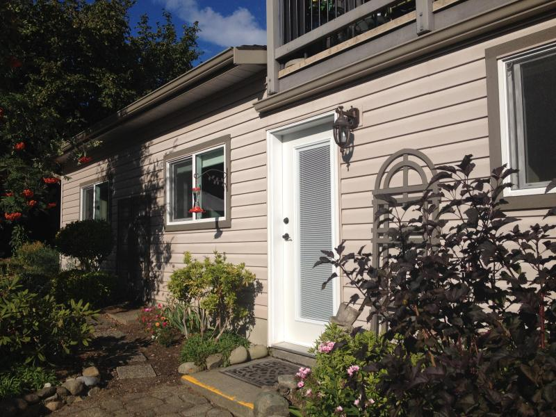 Suite Entrance in the Garden - Cozy Courtenay Garden Suite - Courtenay - rentals