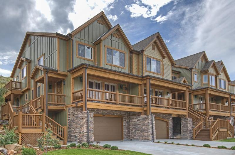 Spacious, upscale luxury home w/ private hot tub & Jacuzzi tub! - Image 1 - Park City - rentals