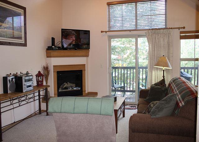TLA12 Super Condo w/Wifi, Common Hot Tub, Mountain Views, Fireplace - Image 1 - Frisco - rentals