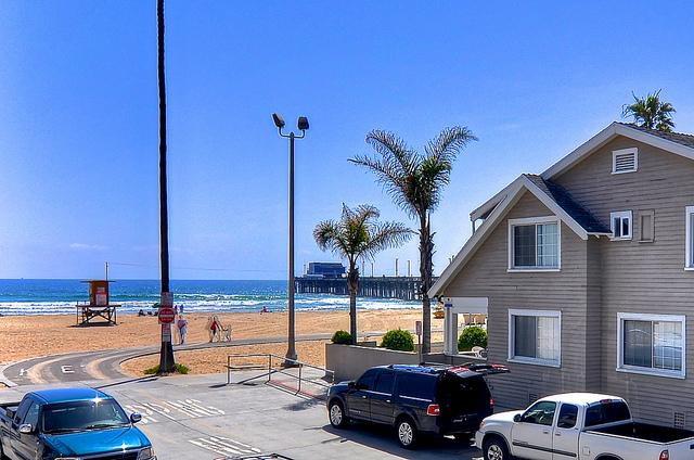 Steps to Newport Beach and pier.  Our unit is ground level for easy access. - Steps to beach & pier, w/AC, parking & more! - Newport Beach - rentals