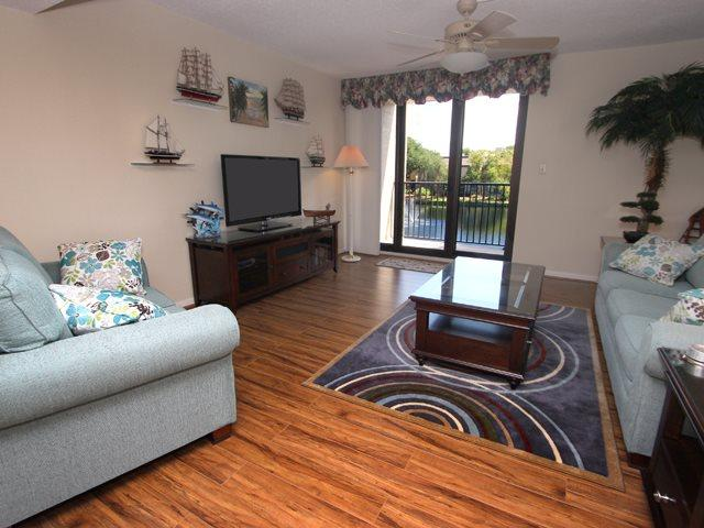Living area - Island Club, 113 - Hilton Head - rentals