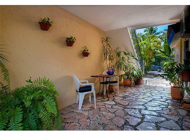 Economical hotel style room with queen bed & bath w shower - Image 1 - Puerto Morelos - rentals