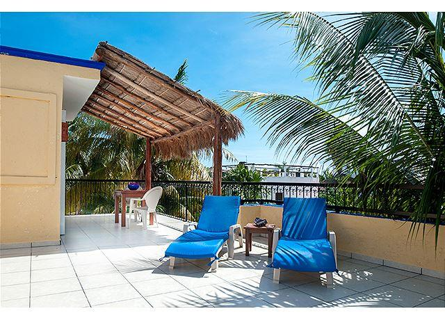 LARGE MODERN 3RD FLOOR APARTMENT, FRESH BREEZE, HUGE DECK, PRIVATE & QUIET - Image 1 - Puerto Morelos - rentals