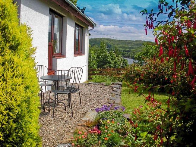 Pretty garden area - AG579 - Balvicar - rentals