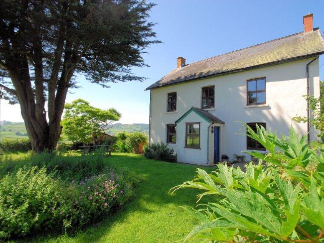 View towards the cottage and garden - WEBBL - Stockland - rentals