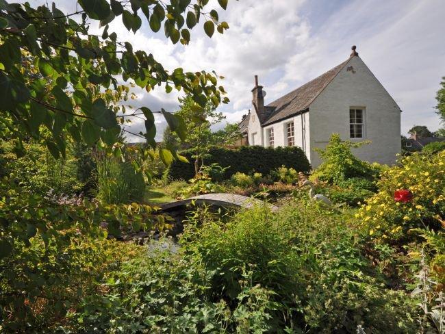 View towards property with pretty gardens - TOMNA - Glenlivet - rentals