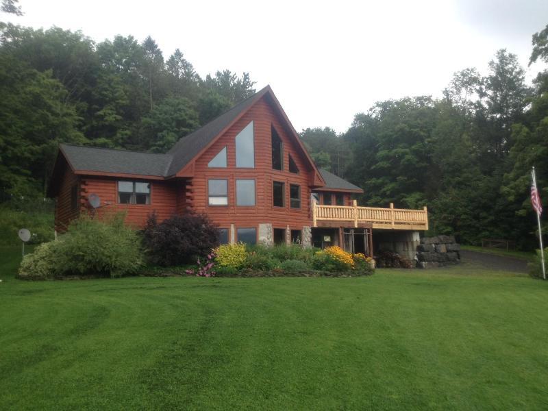 Plenty of yard for games - Post & Beam Cedar Log Home Getaway - Syracuse - rentals