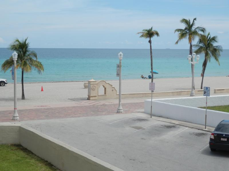 Hollywood Beach & Lee St - OCEAN VIEW SPARKLING 1/1 FOR 4 *311* - Hollywood - rentals