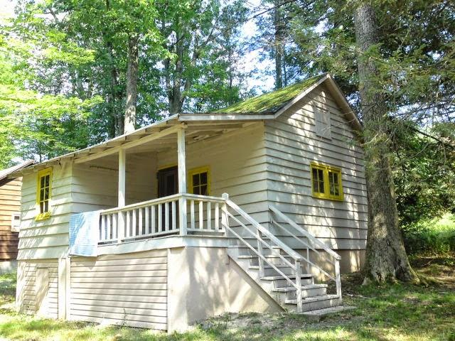 Lakeside Country Cottage on Lake Wallenpaupack - Image 1 - Tafton - rentals