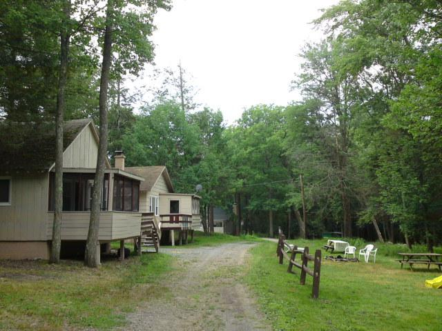 right across the playground - Lakeside Country Cottage on Lake Wallenpaupack - Tafton - rentals