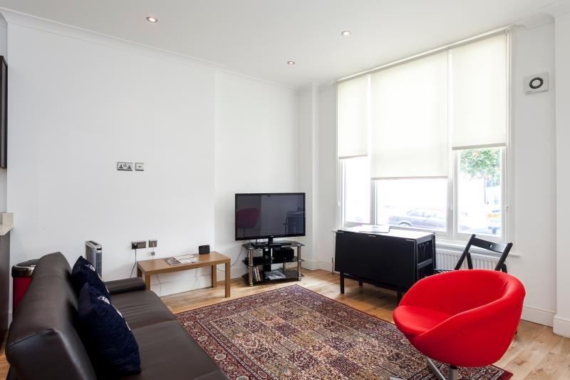 Sunny and spacious lounge - Luxurious 2 Bed Suite in Notting Hill - London - rentals