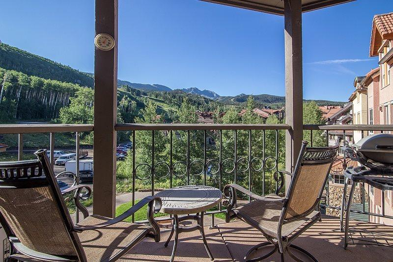 Westermere 410 - Deck with breathtaking views, outdoor furnutire - Westermere 410 - 4 Bd Plus Sleeping Loft / 4 Ba - Sleeps 10 - Located in the core of Mountain Village - Easy Ski Access - Telluride - rentals