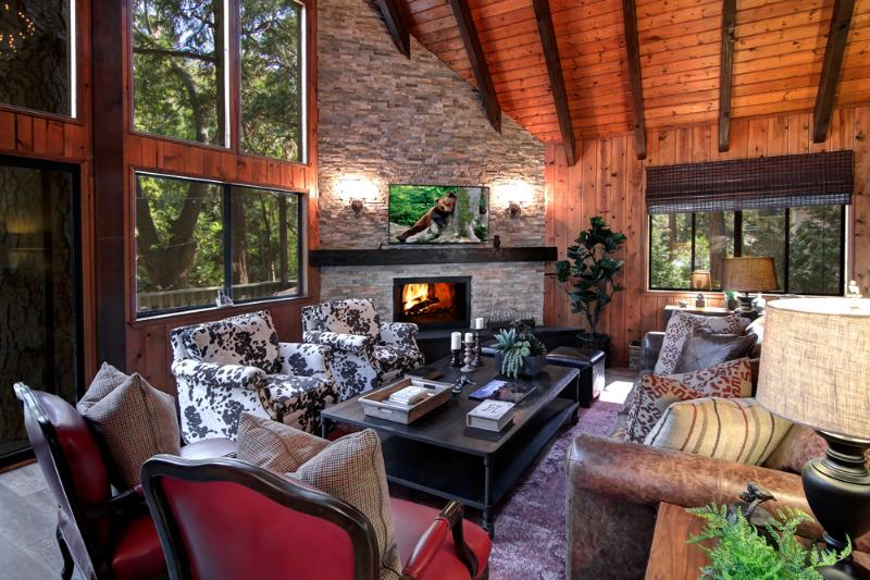 Living Room | Fine furnishings & designer details abound. Comfortable & intimate - TREETOP CABIN LUXURY 3BD/2BA, DOCK, IN VILLAGE - Lake Arrowhead - rentals
