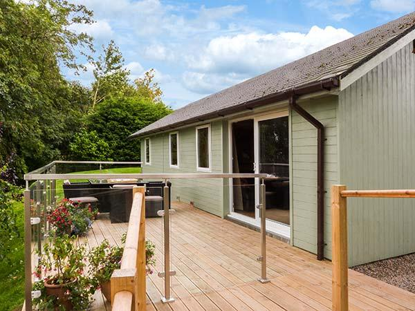 SOLWAY COTTAGE, detached, WiFi, solar underfloor heating, decking with stunning views, in Bowness-on-Solway, Ref 911744 - Image 1 - Bowness on Solway - rentals