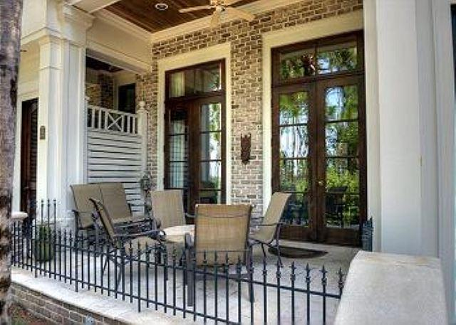Front Patio - Popular Le Jardin. March 7- April 11 weekly stay is now 20% off! - Sandestin - rentals