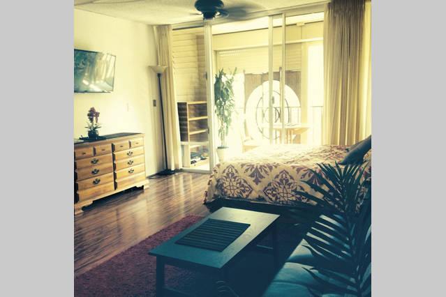Sunny east facing condo residence - Cozy Waikiki Condo - Honolulu - rentals
