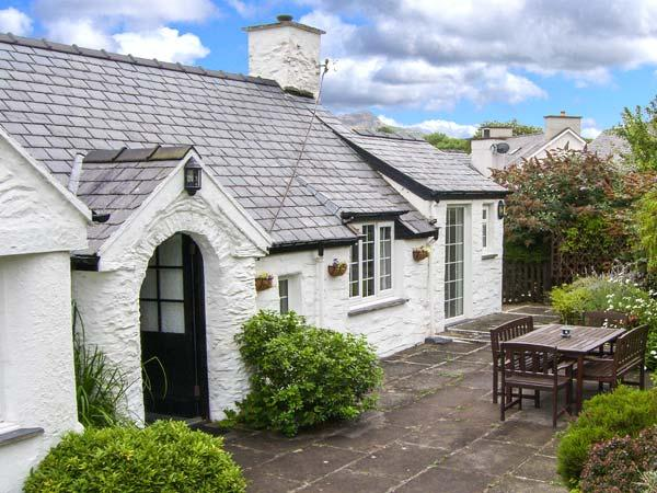 TWLL Y CAE detached, all ground floor, open fire, lovely gardens in Pentrefelin Ref 912866 - Image 1 - Pentrefelin - rentals