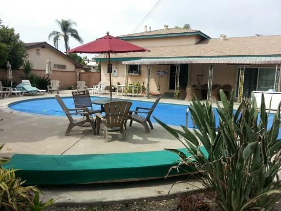You will not believe how big is this great back yard - 1/2 blk.Can't get any closer to Disneyland w/Pool! - Anaheim - rentals