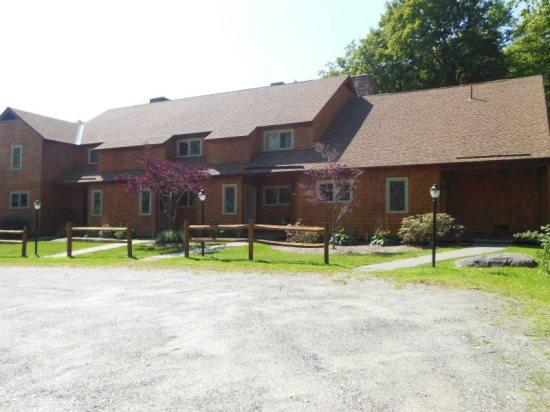 Glazebrook Townhouse J5 - Exterior - Glazebrook Townhouse J5 - Three bedroom Two bathroom Large End Unit!Short drive to all Base Lodges and walking distance to night life - Killington - rentals