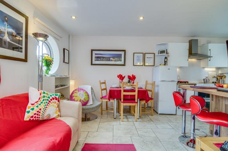 Belfast City Centre Apartment - 4 star 1 bedroom. - Image 1 - Belfast - rentals