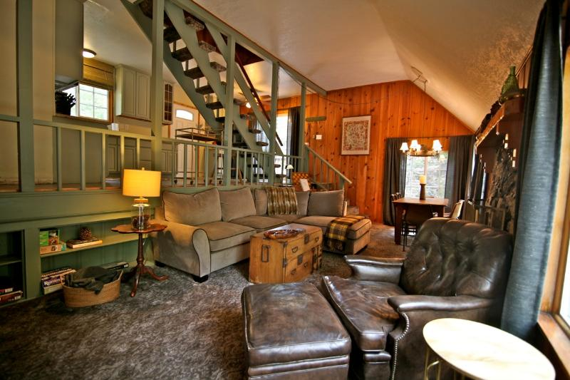 Sunset Lodge living room - Sunset Lodge - passes to private beach clubs - Lake Arrowhead - rentals