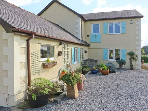 THE ANCHORAGE APARTMENT, with a garden in Tynygongl, Ref 3830 - Image 1 - Benllech - rentals