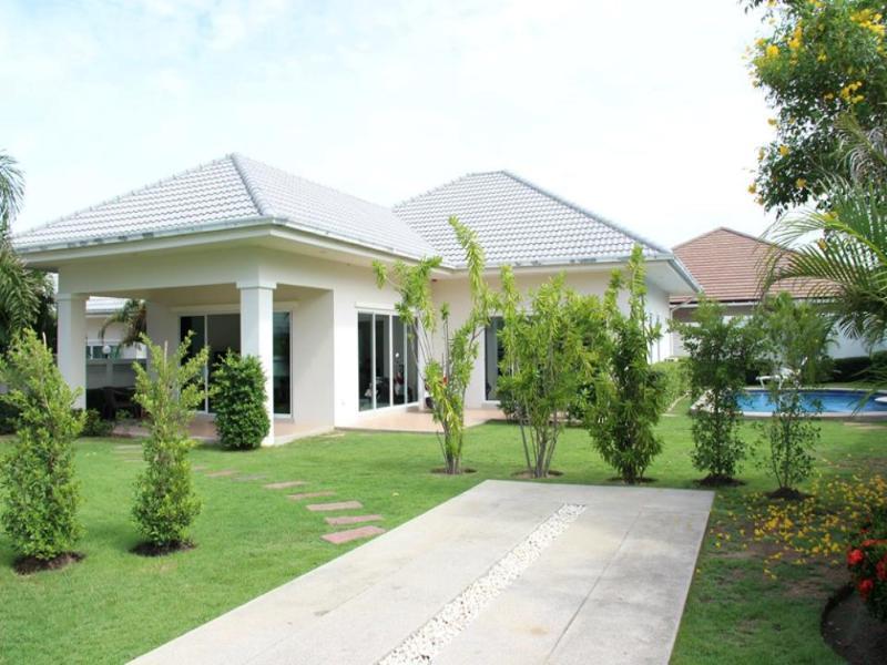 Villas for rent in Hua Hin: V6133 - Image 1 - Hua Hin - rentals