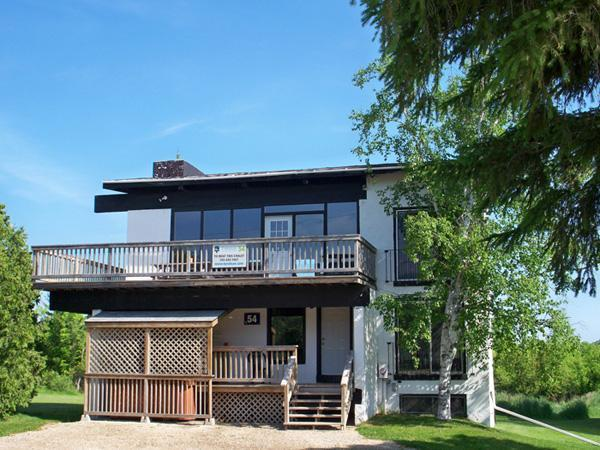 8 Bed Blue Mountain Chalet with Sauna & Hot Tub - Image 1 - Blue Mountains - rentals