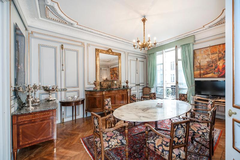Dining area - Ornate 5-bedroom in 8th arrondissement, sleeps 12 - Paris - rentals