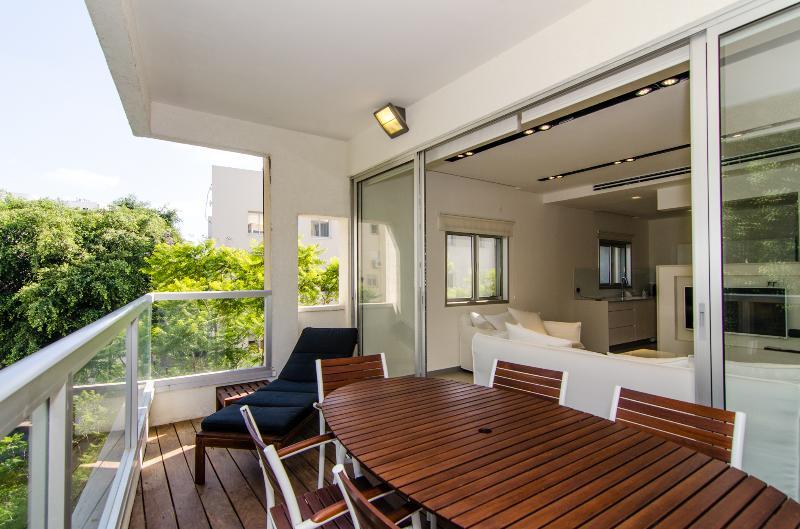 Paris in Tel Aviv – Luxury 3 Bedroom & Balcony - Image 1 - Tel Aviv - rentals