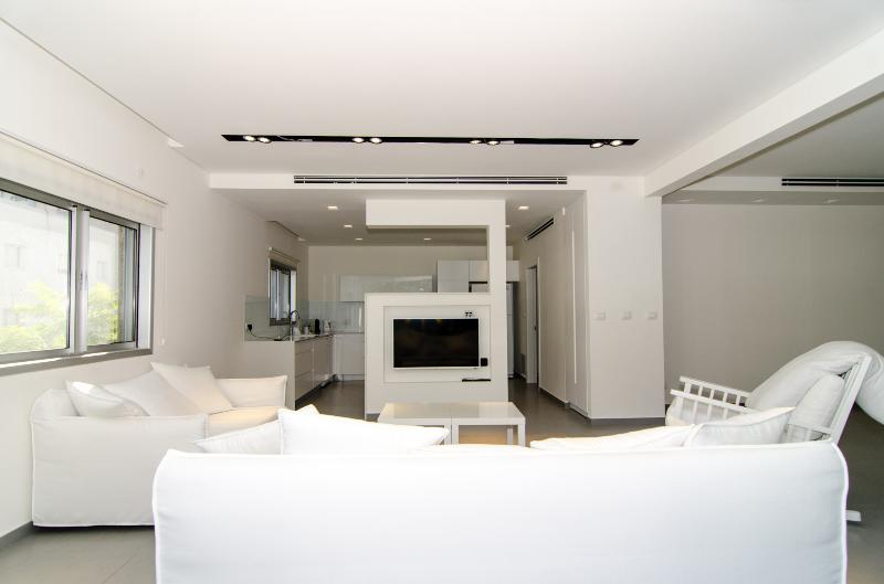 Esther Hamalka – Luxury 3 Bed & Balcony Apartment - Image 1 - Tel Aviv - rentals