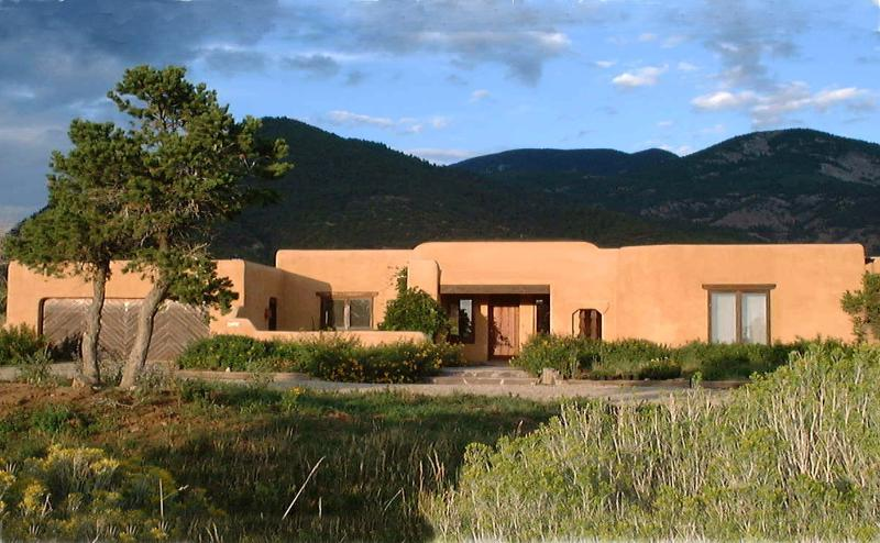 Casa Coyote-Adobe Home-Tennis/Indoor Pool/Spa/Ski - Image 1 - Taos - rentals