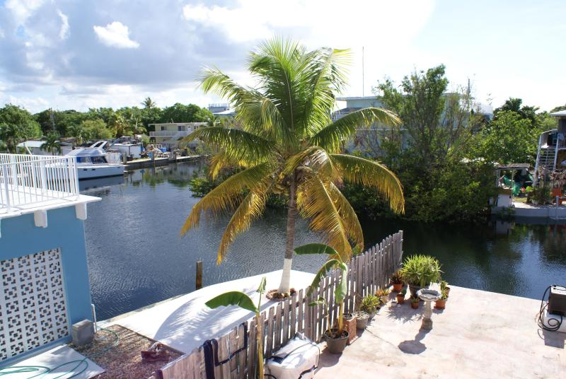 Spend a month in the Florida Keys! ~2nd floor, waterfront, boat slip available - Image 1 - Key Largo - rentals