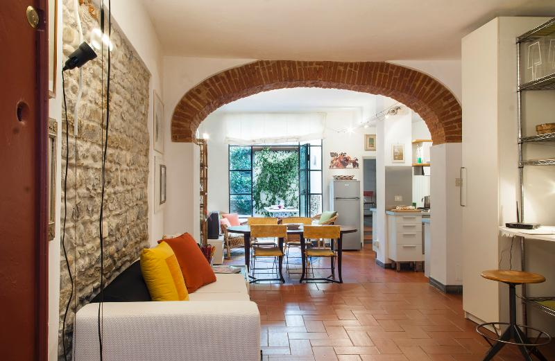 "living dining with exit onto the garden - ""ALLEGRI"", cozy apartment with a  garden in Santa Croce - Florence - rentals"