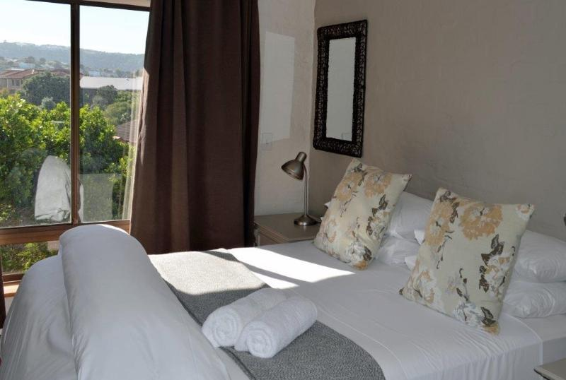 Luxury spacious bedroom with en suit bathroom. All rooms are north facing - Gazania house Luxury holiday home Plettenberg bay - Plettenberg Bay - rentals