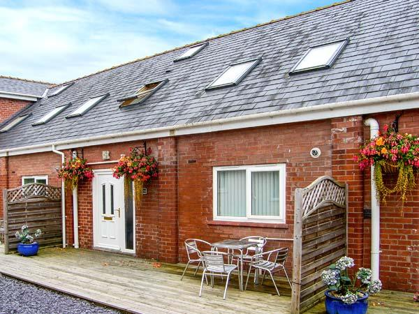 QUARTER COTTAGE, family friendly, country holiday cottage, with a garden in Ledsham, Ref 4251 - Image 1 - Ledsham - rentals