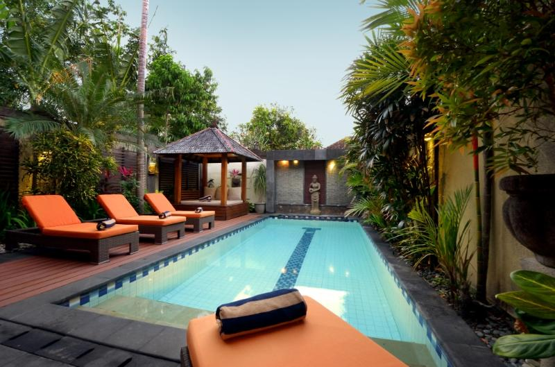 Swimming, sunbathing, chilling - Central Legian Beach, Spacious 4 bed, Villa Mimpi - Legian - rentals