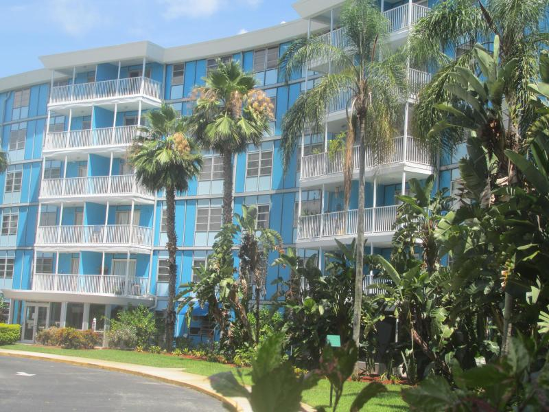The Wave Condos, south St. Pete at Pinellas Point off Tampa Bay - Elegant 1/1 Condo, south--4 miles to beaches! - Saint Petersburg - rentals