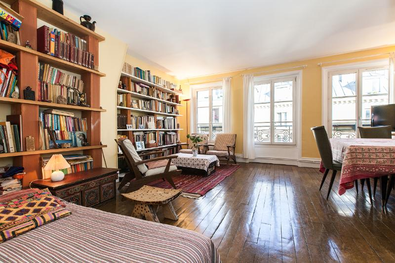 Living room - Bright and large 2BR, lively area - P10 - Paris - rentals
