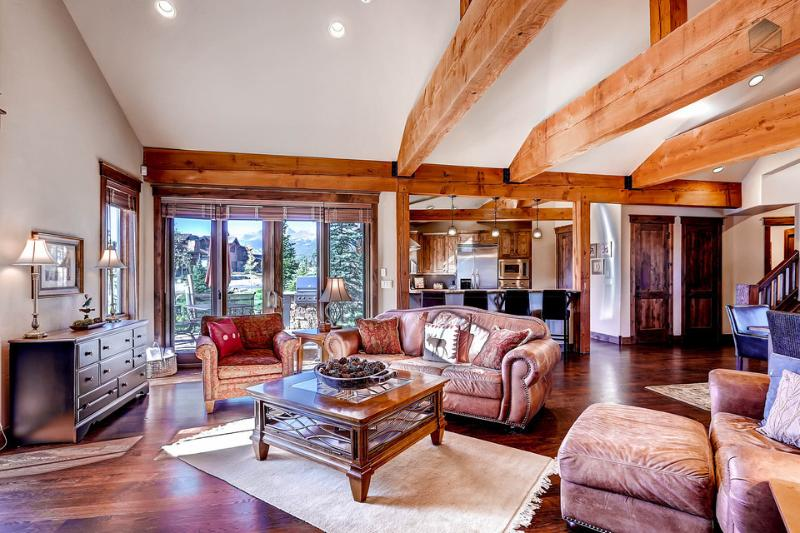River Shores Lodge feels like a luxury retreat with all the amenities you could ask for. - Amazing views, free shuttle, river in your backyard - River Shores Lodge - Breckenridge - rentals