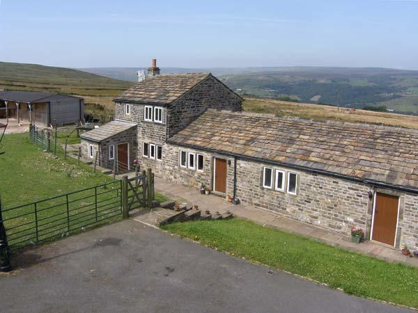 FOXSTONE EDGE COTTAGE, woodburning stove, super king-size bed, magnificent countryside in Marsden Ref 913706 - Image 1 - Marsden - rentals