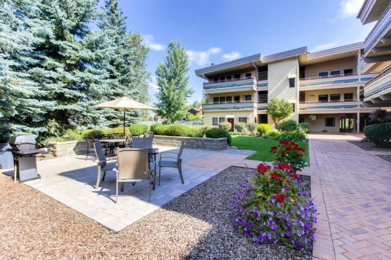 Walk to the lifts from this top floor condo w/pool & hot tub - Image 1 - Ketchum - rentals
