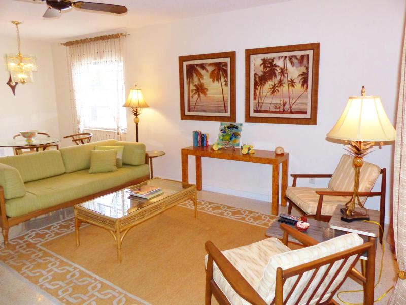 Living Room - Mid Century Modern Beach - Siesta Palma Villa - Polynesian Gardens on Siesta Key - Siesta Key - rentals