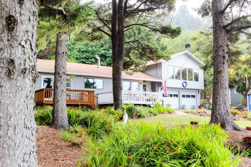 Cozy home w/ ocean view, private hot tub & entertainment! - Image 1 - Yachats - rentals