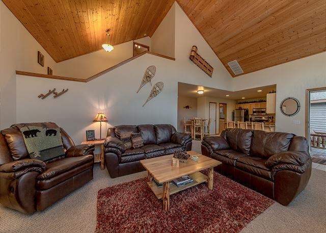 Great Room - *Specials* Fantastic Newer Cabin in Roslyn Ridge!  3BR | Hot Tub | WiFi - Cle Elum - rentals